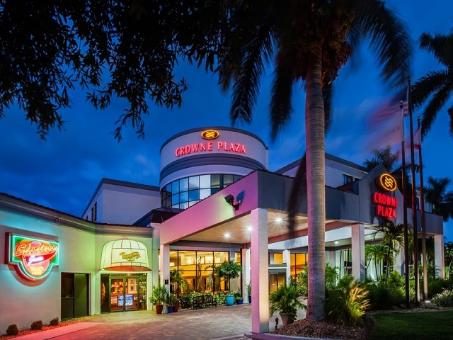 crowne-plaza-fort-myers-5122835627-original